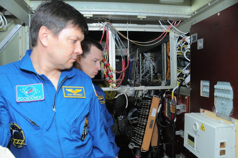 Занятия космонавтов на многоцелевом лабораторном модуле_03