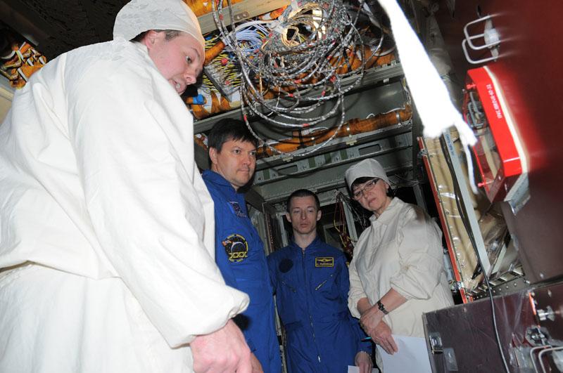 Занятия космонавтов на многоцелевом лабораторном модуле_05