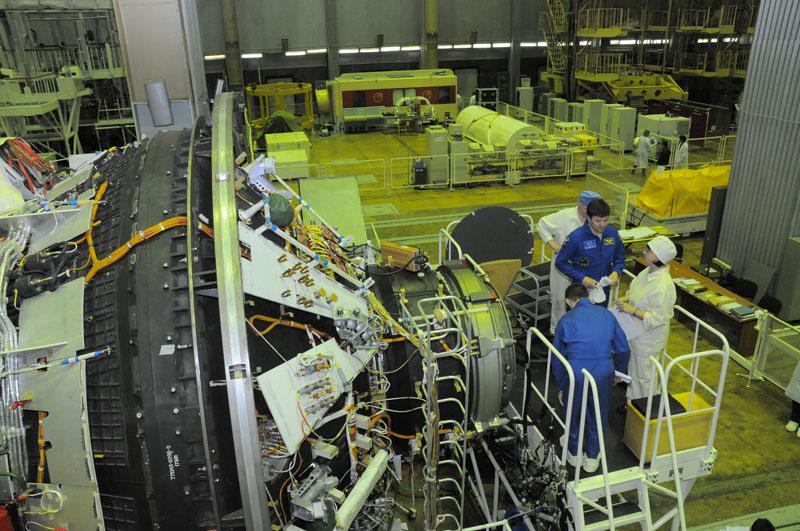 Занятия космонавтов на многоцелевом лабораторном модуле_08