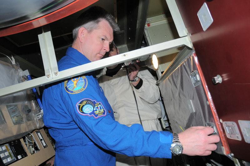 Занятия космонавтов на многоцелевом лабораторном модуле_17