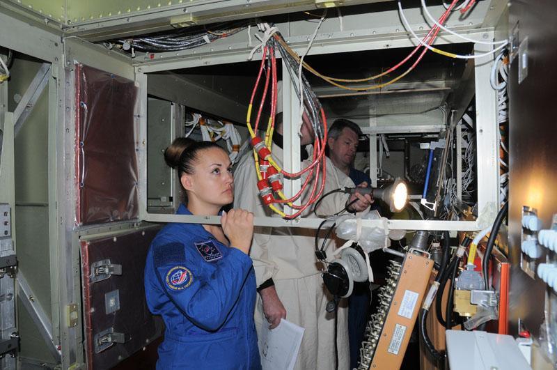 Занятия космонавтов на многоцелевом лабораторном модуле_18