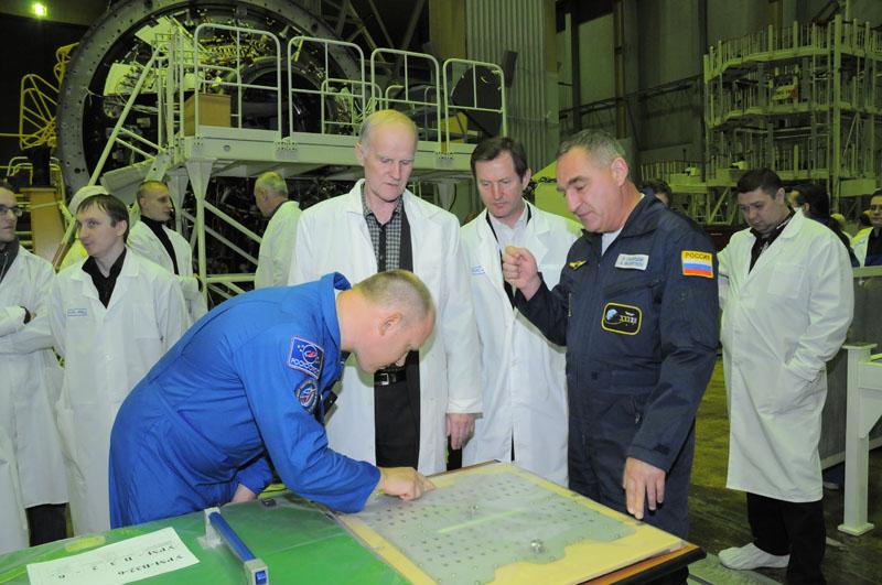 Занятия космонавтов на многоцелевом лабораторном модуле_23