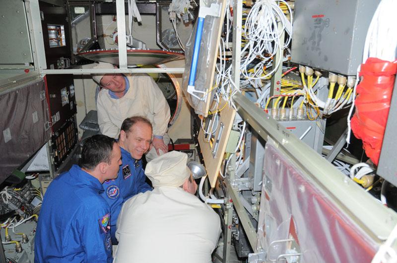 Занятия космонавтов на многоцелевом лабораторном модуле_31