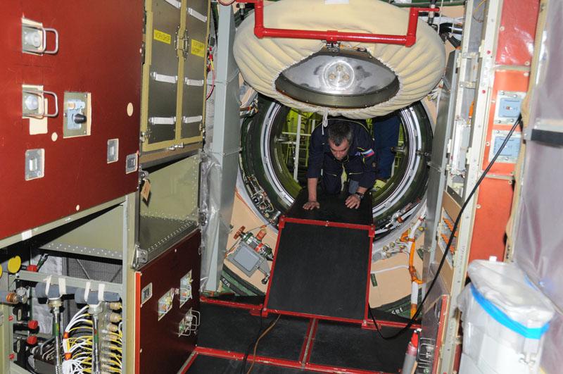 Занятия космонавтов на многоцелевом лабораторном модуле_37