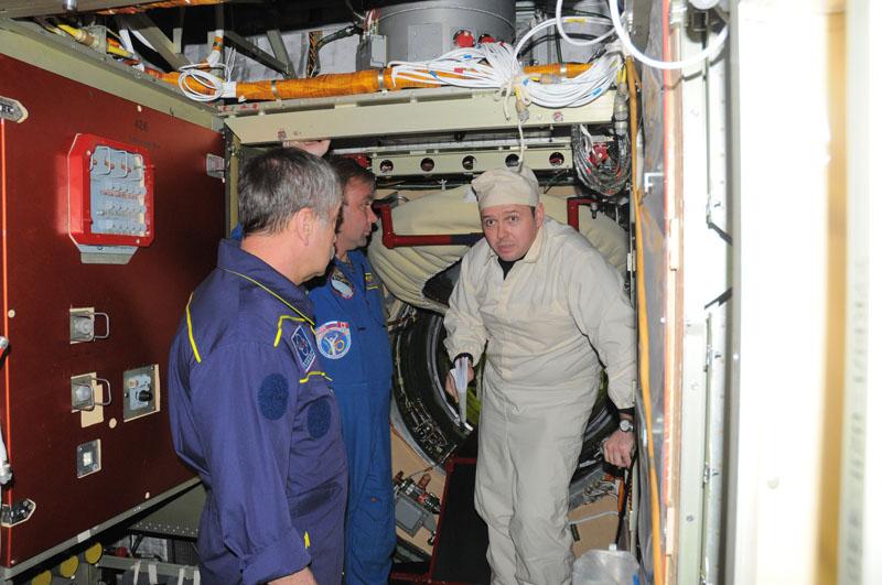 Занятия космонавтов на многоцелевом лабораторном модуле_38