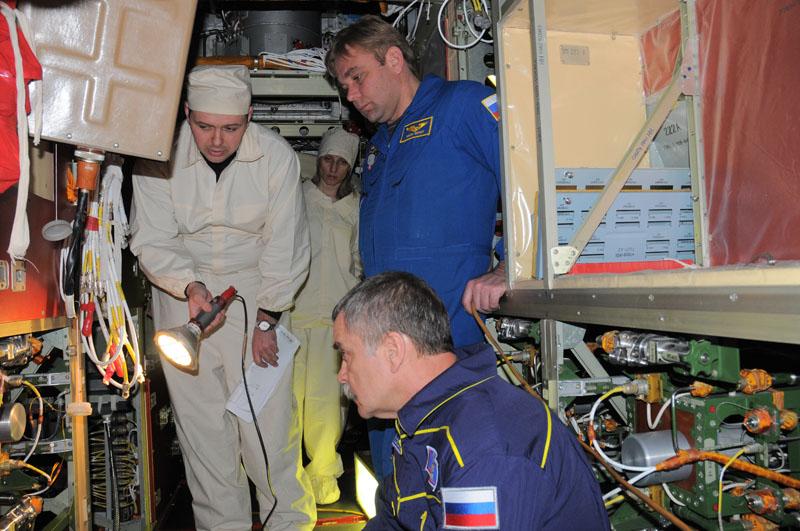 Занятия космонавтов на многоцелевом лабораторном модуле_39