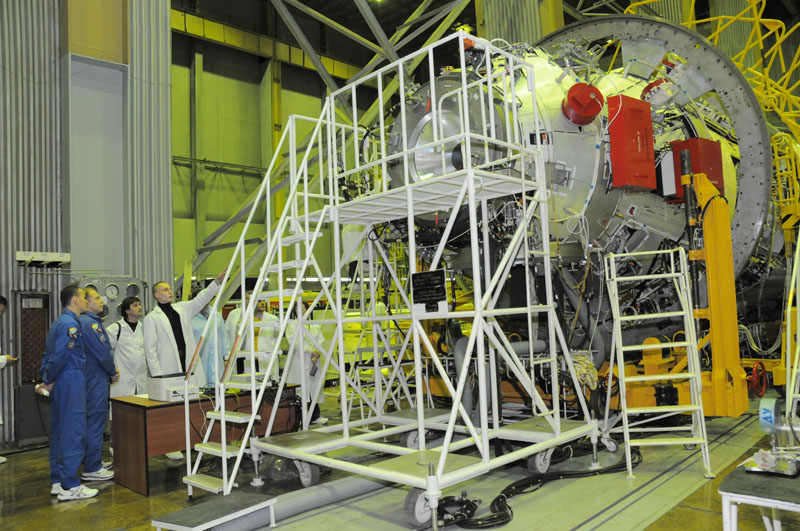 Занятия космонавтов на многоцелевом лабораторном модуле_41